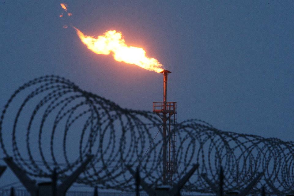 ПНГ добывается при разработке нефтяных месторождений, самый дешевый способ избавиться от него – сжечь на факеле