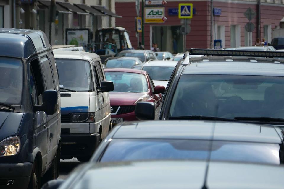 Быстрое ослабление рубля привело к повышению спроса на подержанные автомобили, отмечает представитель Auto.ru