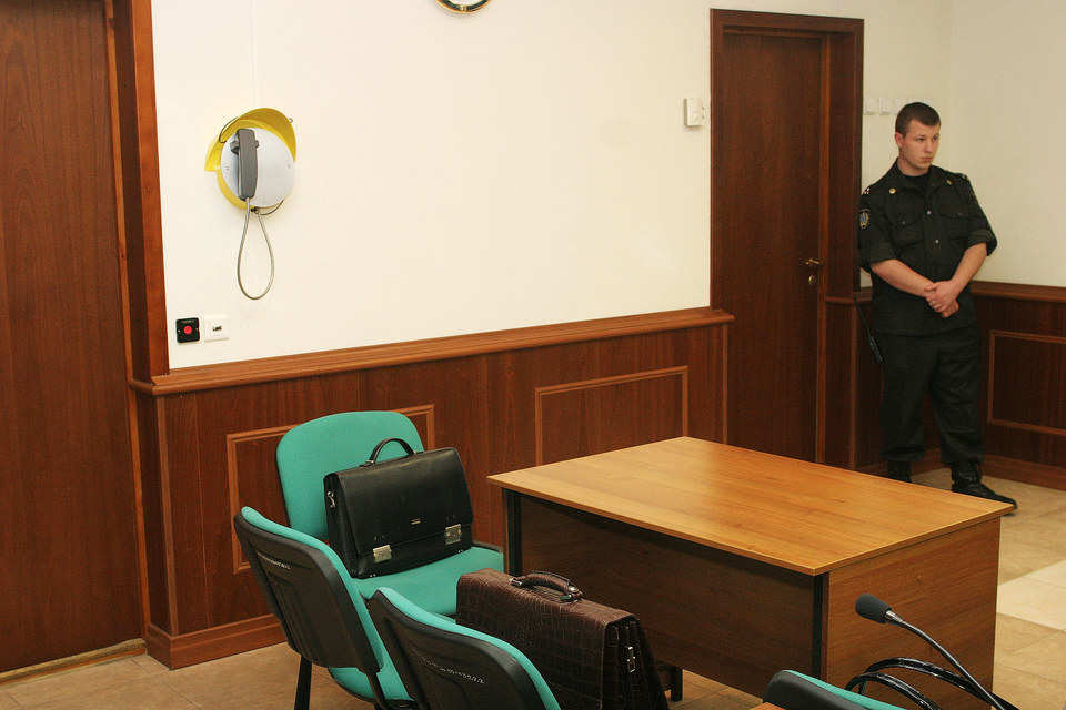 Явкой свидетелей в основном занимается служба судебных приставов
