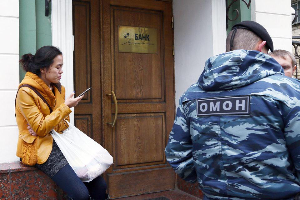 """В банке """"Адмиралтейский"""" прошли обыски по делу о незаконной банковской деятельности"""
