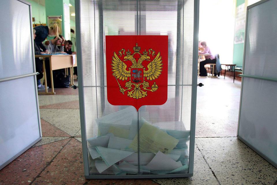 В воскресенье состоялся последний перед выборами в Госдуму единый день голосования: в 21 субъекте выбирали губернаторов, в 11 - региональные парламенты