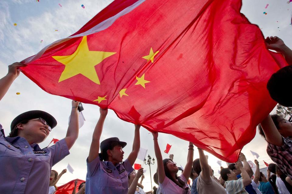 Последние события на фондовом рынке и обвал юаня подорвали доверие инвесторов, сейчас Пекину крайне важно сделать все возможное, чтобы вернуть его