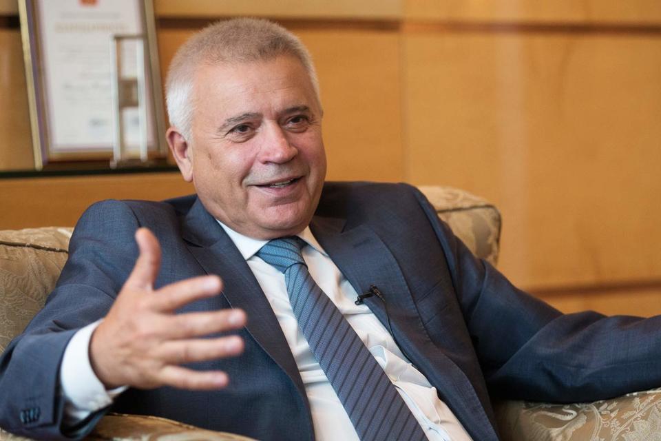 Президент «Лукойла» Вагит Алекперов не стремится превратить компанию в частную, напротив, готов продать на рынке еще акции