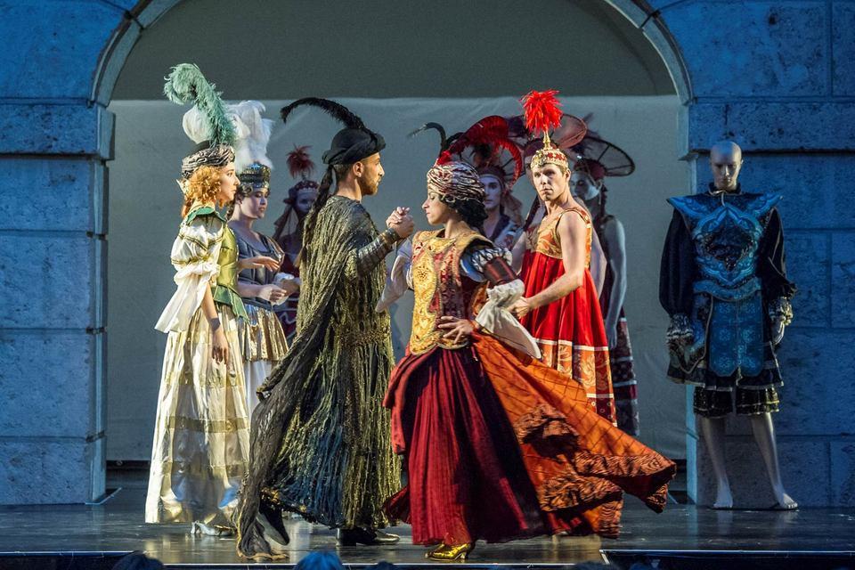 Барочную оперу в Инсбруке показывают во дворе иезуитской гимназии