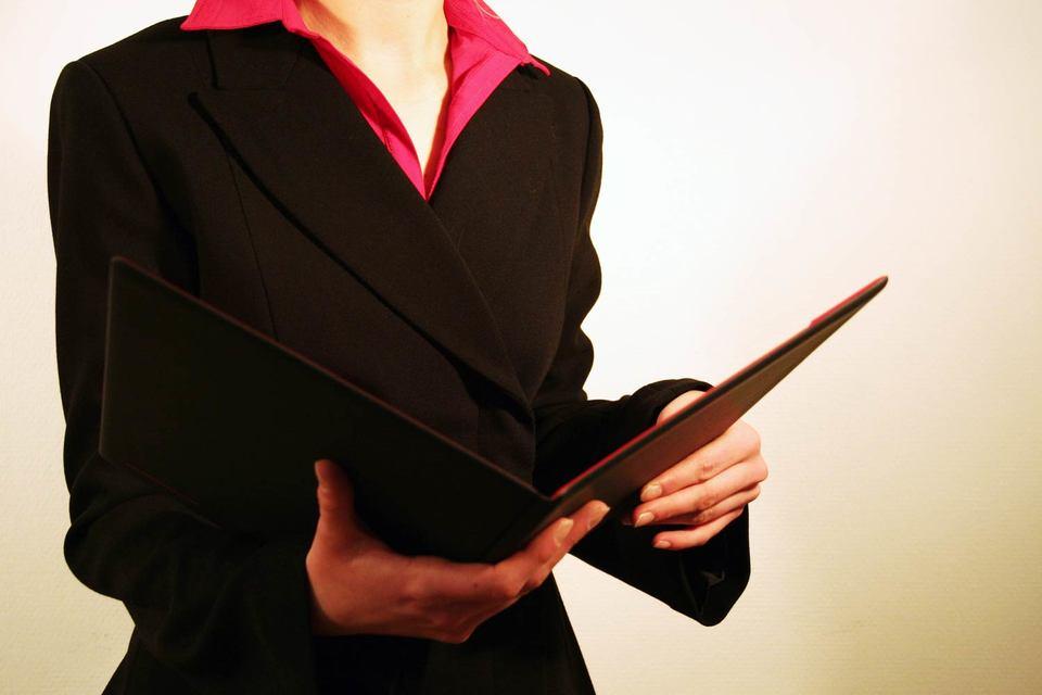 Велико искушение политиков и работодателей списать закономерность – чем старше женщина, тем чаще она уходит из профессии – на личный выбор самих женщин