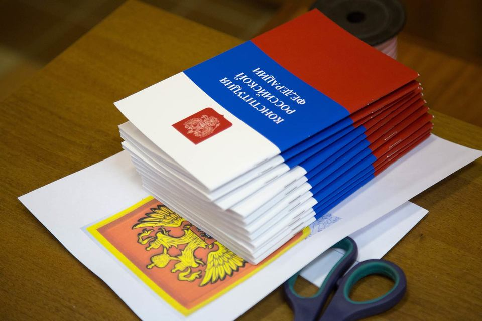 По Конституции местное самоуправление (МСУ) осуществляется гражданами путем референдума, выборов и других форм волеизъявления, а структура органов МСУ определяется населением самостоятельно