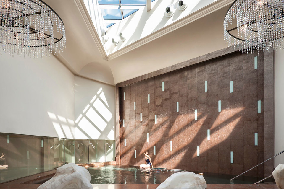 «Лучший в России spa-центр в гостинице» Luceo Spa расположен во внутреннем дворе исторического «Дома со львами» в центре Санкт-Петербурга