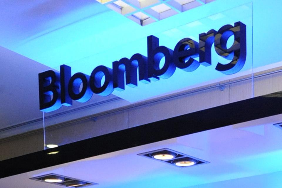 Терминалы Bloomberg помимо чата дают доступ ко всем новостям, статистике, прогнозам, аналитике, рекомендациям, биржевым и внебиржевым котировкам, документам компаний