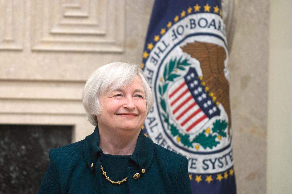 Базовая ставка США на уровне 0-0,25% годовых держится уже шесть лет, впереди еще два заседания ФРС - в ноябре и декабре 2015 г.