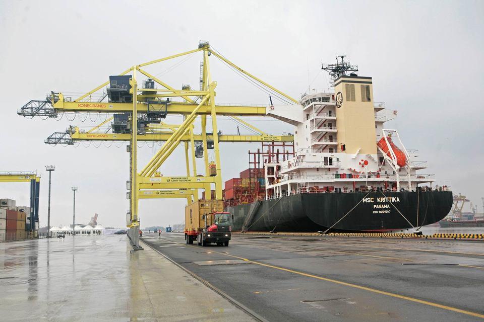 Больше всего грузов ушло из порта Санкт-Петербург