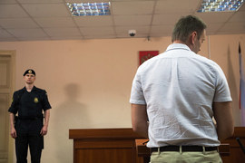 Навальный сказал «Ведомостям», что иск стал для него неожиданностью