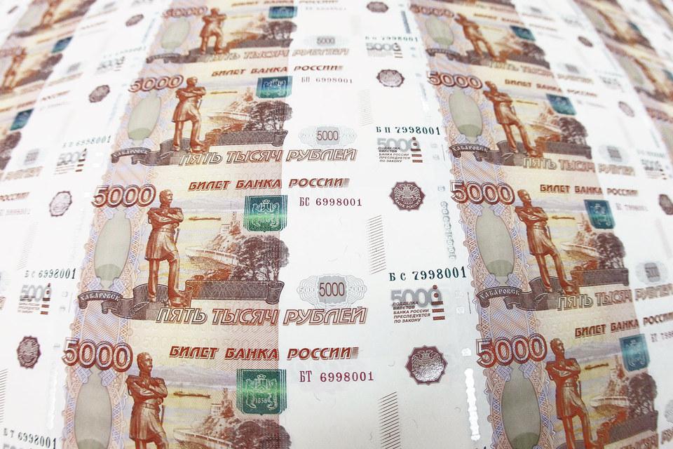 Среднемесячная номинальная зарплата в России падает второй месяц подряд