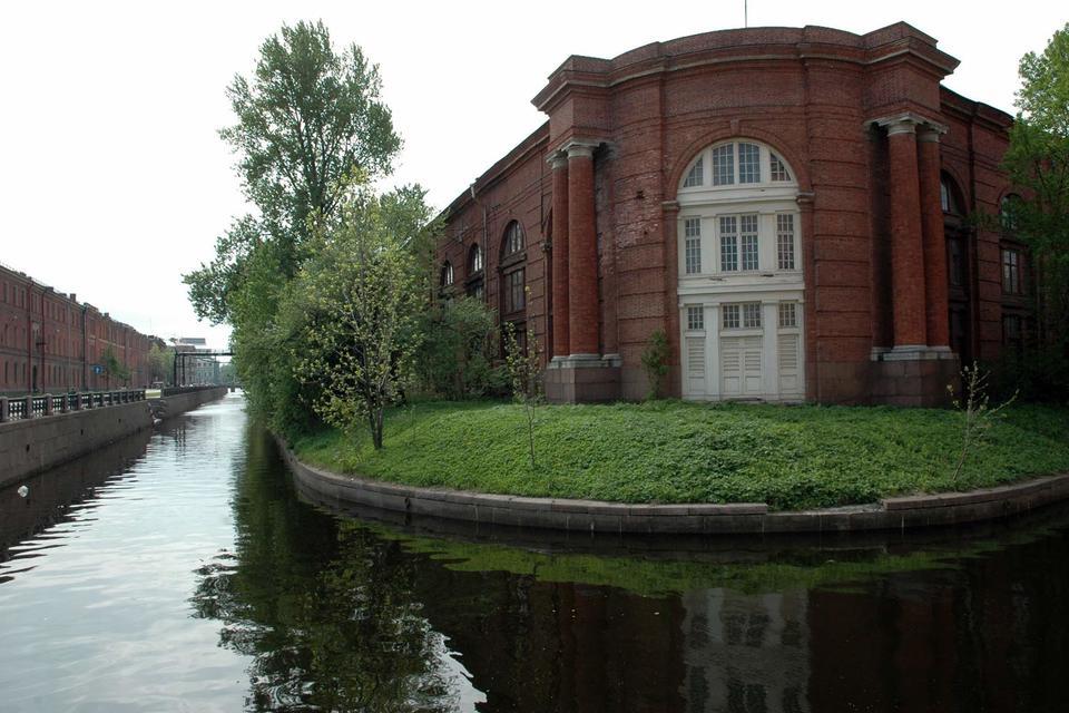 Начать программу «Сохранение и развитие исторического центра Санкт-Петербурга» решили с двух пилотных кварталов: «Северная Коломна – Новая Голландия» и «Конюшенная»