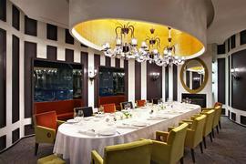 Пьер Ганьер закрыл свой ресторан в Москве, и теперь ближайшие места, где можно отведать его блюда, Берлин, Париж и Лондон. А также Сеул - город, откуда шеф начал путешествие в Россию