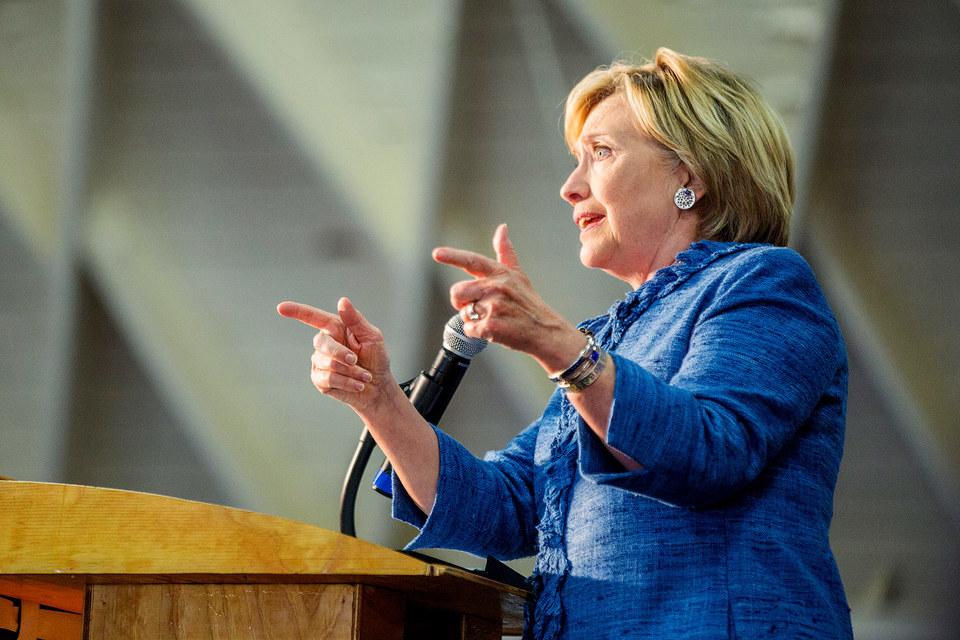 Хиллари Клинтон пообещала бороться с завышением цен на лекарства