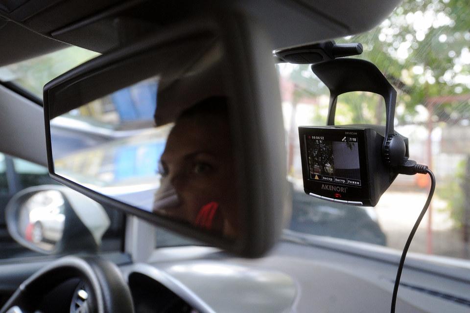 Лысаков предлагает использовать видеорегистраторы для анонимных жалоб