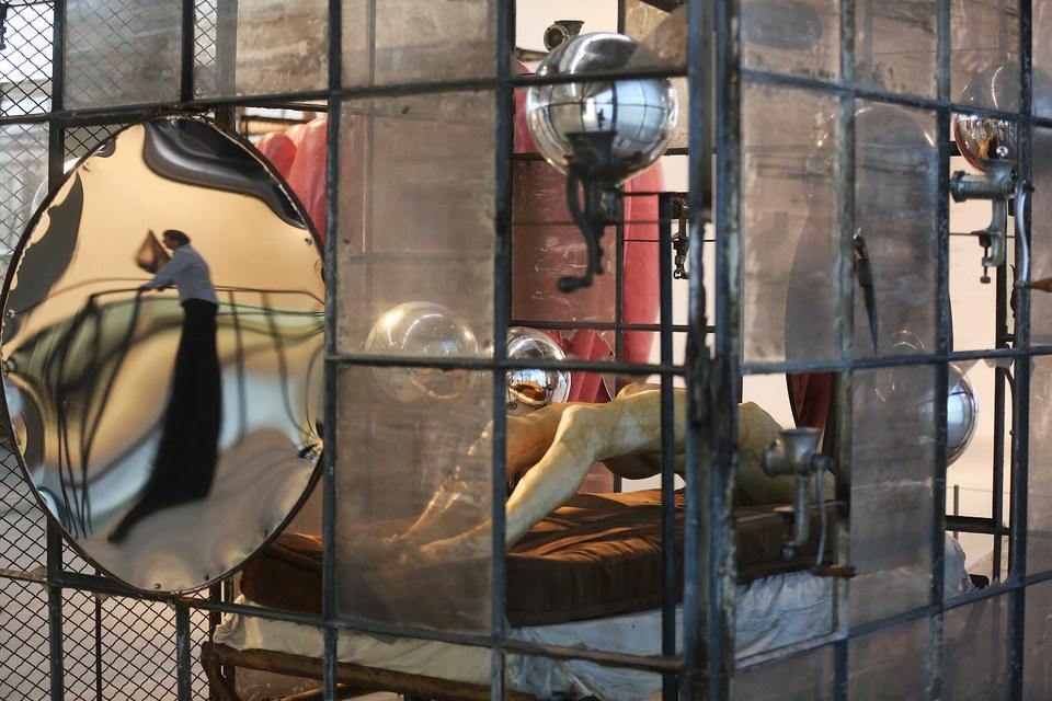 Заглянуть в «Клетку» Луиз Буржуа – все равно что в ее (или свою) душу