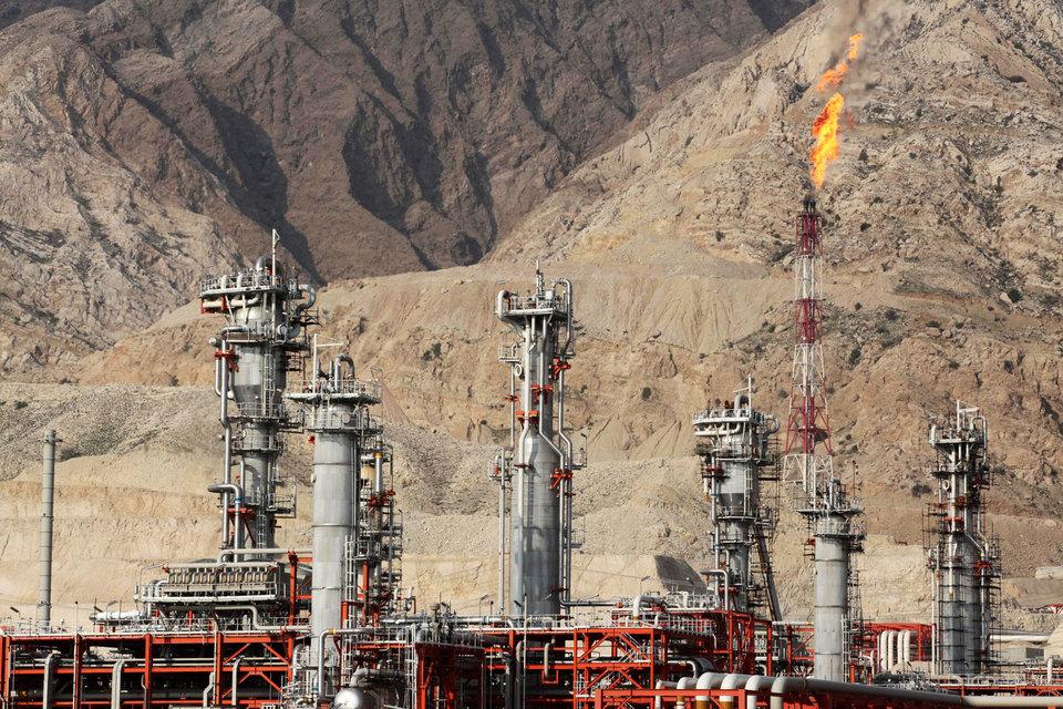 В августе Иран добывал 2,857 млн баррелей нефти в день, по данным ОПЕК, и большая ее часть идет на внутреннее потребление