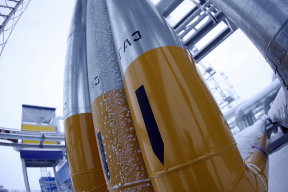 Между тем «Газпром» и «Нафтогаз Украины» подписали дополнения к контракту на поставку газа в рамках «зимнего пакета»