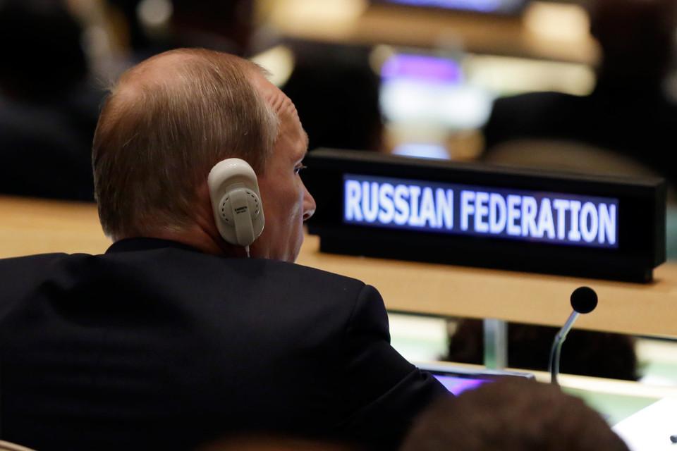 """На примере СССР Владимир Путин показывает, что экспорт революций безуспешен, """"но на ошибках никто не учится"""""""