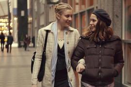 У героинь Греты Гервиг (слева) и Лолы Кёрк в «Госпоже Америке» – отношения персонажа и автора