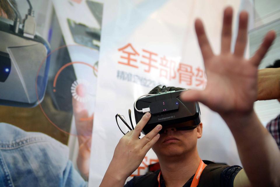 Шлем Oculus Rift начнет продаваться в следующем году