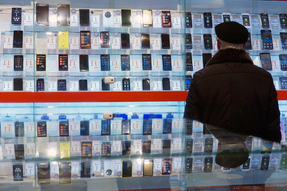 Смартфоны продолжают покупать, несмотря на то что за год они выросли в цене на 16%