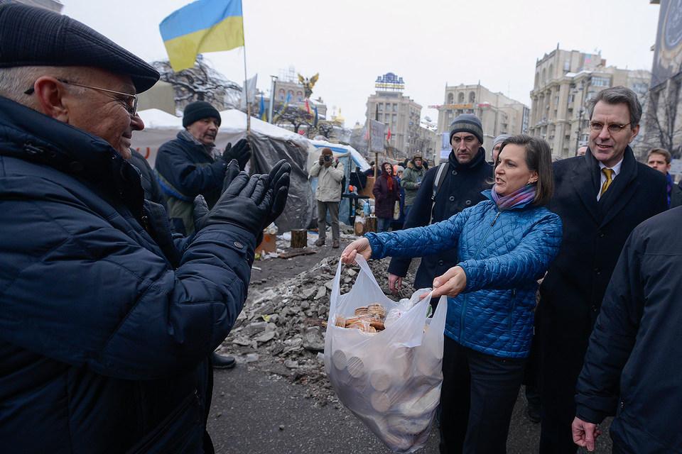 Помощник госсекретаря США Виктория Нуланд  в Киеве 11 декабря 2013 г.