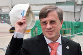 На голову гендиректора «Аэрофлота» Виталия Савельева сыплются одна за другой проблемы, связанные  с перегруженной долгами «Трансаэро»