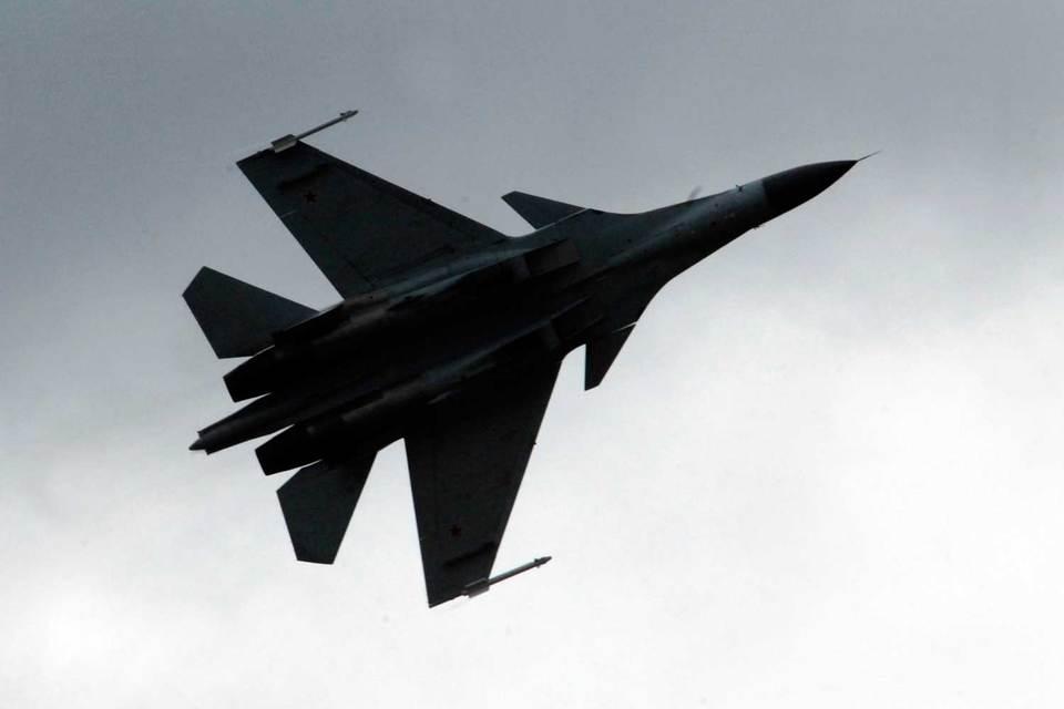 В Сирии, если верить опубликованным рядом средств массовой информации фотографиям, действительно развернуты истребители Су-30СМ