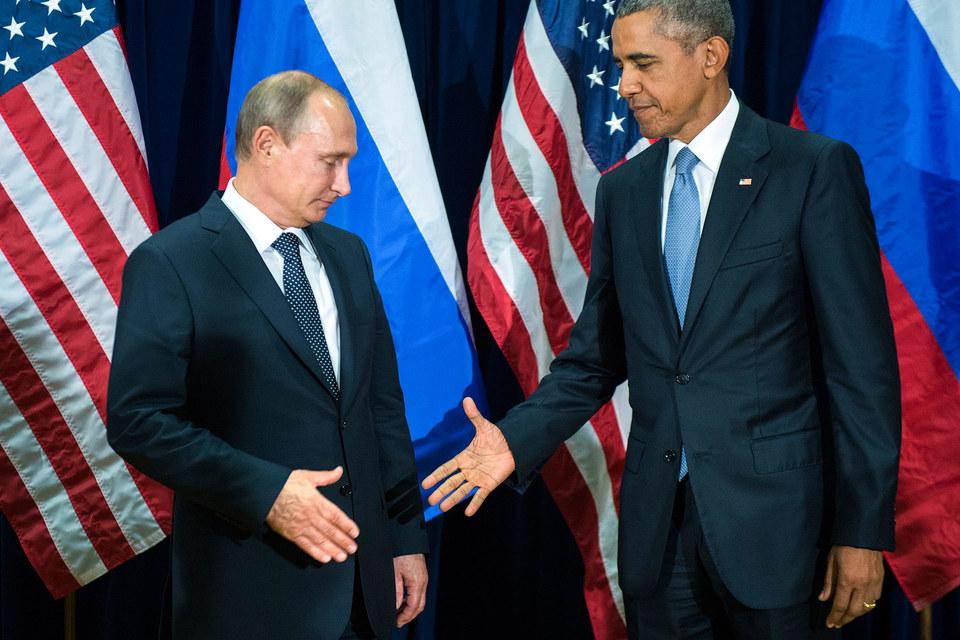 На публике Путин и Обама ограничились лишь рукопожатием без слов