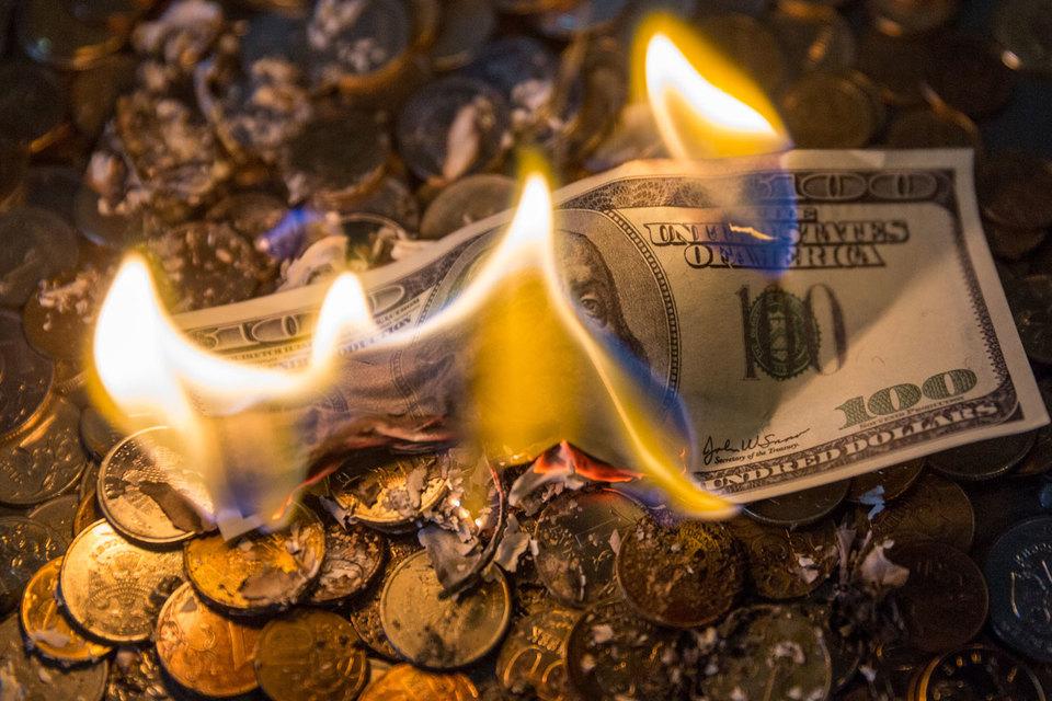 Оттоки распределились примерно поровну между двумя классами активов – $21 млрд по облигациям и $19 млрд по акциям