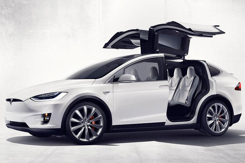 Model X будет стоить от $132 000 до $144 000 с учетом дополнительных опций, вроде пакетов для ускоренного разгона, отрицательных температур и буксировки прицепа