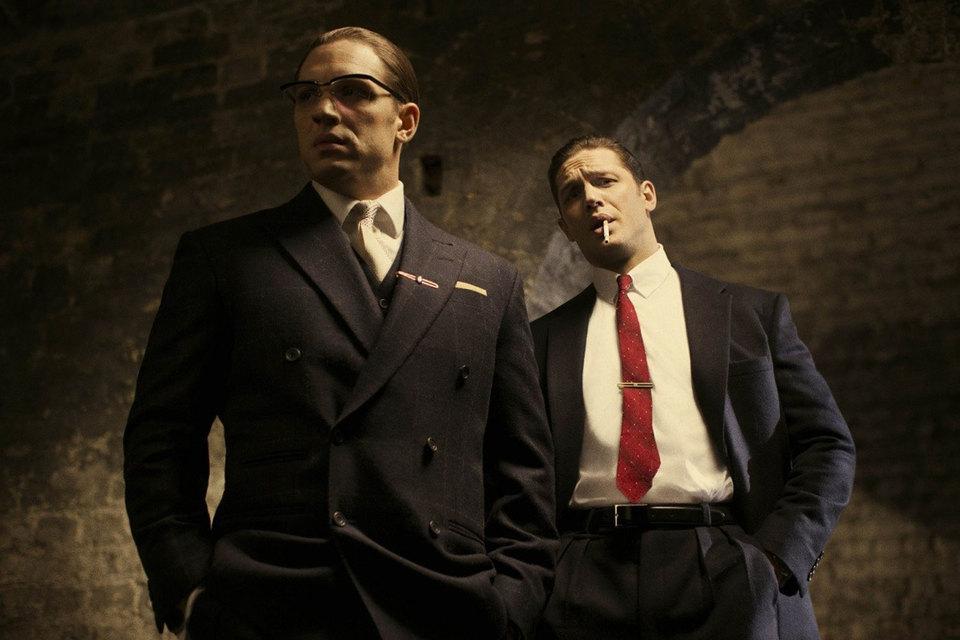 Реджинальд Крэй (Том Харди, справа) и Рональд Крэй (Том Харди, слева) в «Легенде» – как доктор Джекилл и мистер Хайд