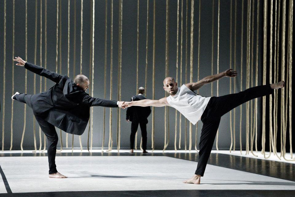 Спектакль «Превращаемые» в постановке финского хореографа Теро Сааринена – очередная версия «мужского балета»