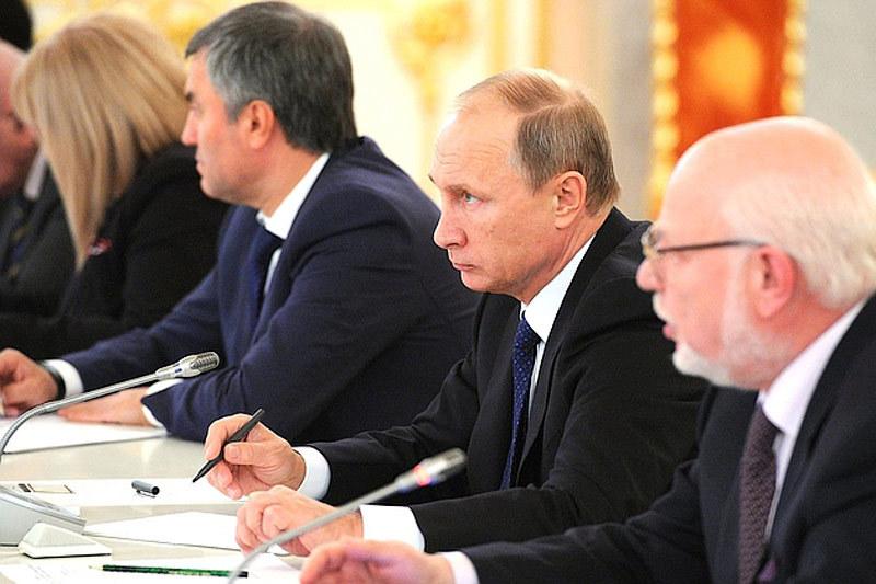 Совет по правам человека при президенте попросил Владимира Путина отменить закон об НКО - иностранных агентах