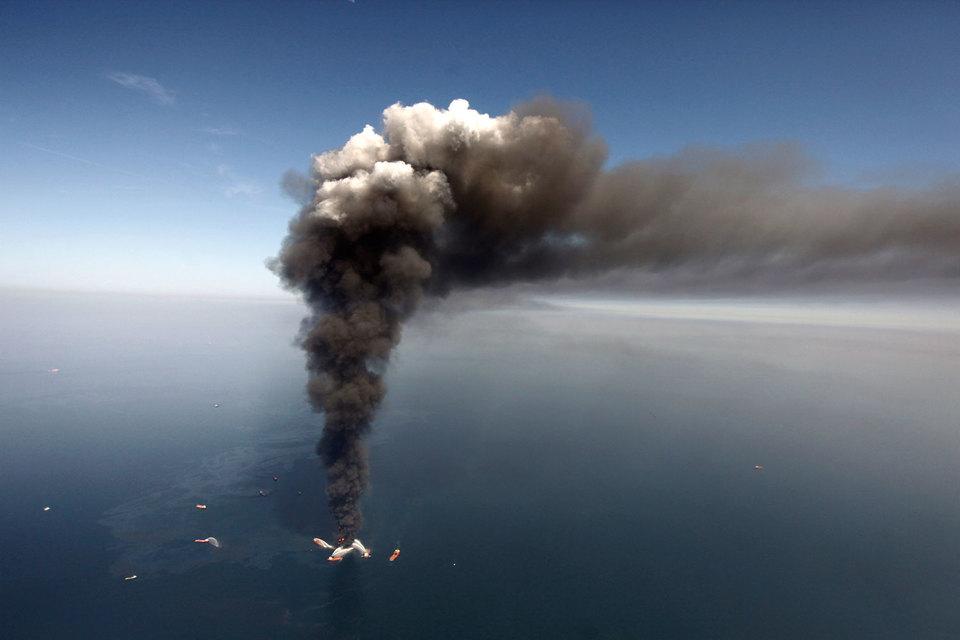 Авария на буровой платформе Deepwater Horizon на скважине Macondo, располагавшейся в море в 210 км к юго-востоку от Нового Орлеана, произошла 20 апреля 2010 г.