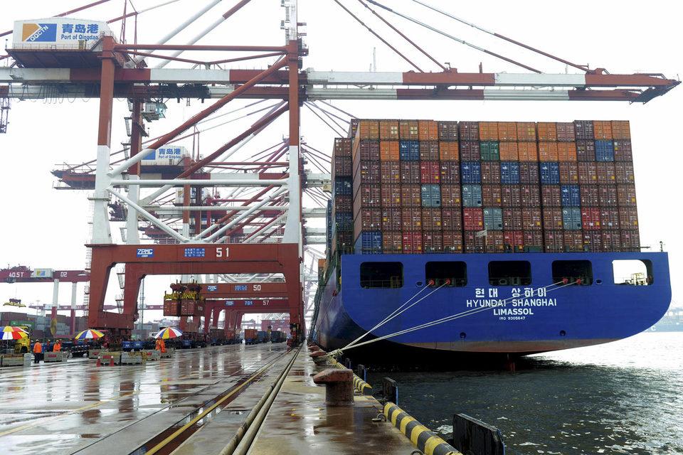 Экономический спад в развивающихся странах может отрицательно повлиять на развитые через сокращение объемов мировой торговли