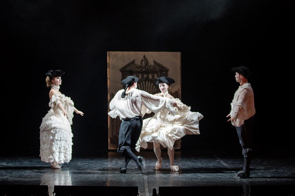На эрмитажной сцене оперу разыграли в скупых декорациях