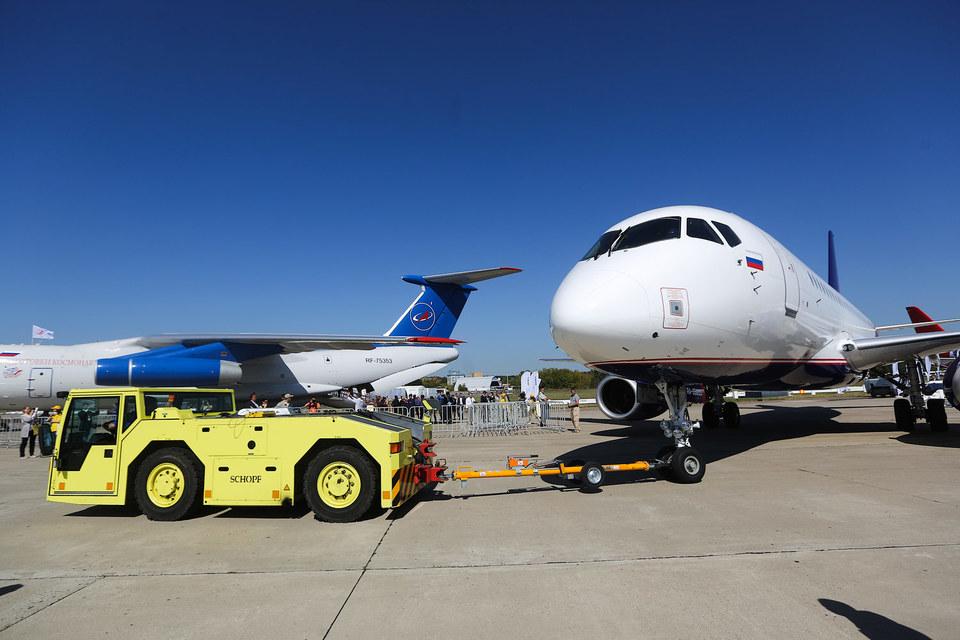 За предстоящие 17 лет «Гражданские самолеты Сухого» намерена продать 526 лайнеров, т. е. в среднем менее чем по 31 в год