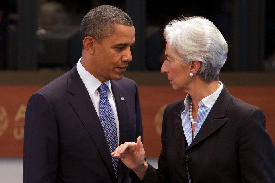 По оценке МВФ, если рассчитывать мировой ВВП в долларах США, столь масштабной рецессии, как в 2015 г., еще не было. На фото: директор-распорядитель МВФ Кристин Лагард и президент США Барак Обама