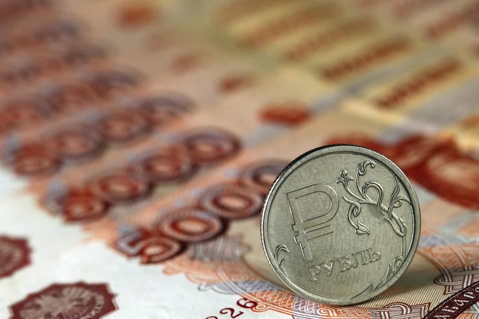 Всемирный банк прогнозирует отток капитала из России по итогам 2015 г. в $113 млрд, Минэкономразвития - в $93 млрд, сам ЦБ - в $85 млрд, Минфин - $80 млрд