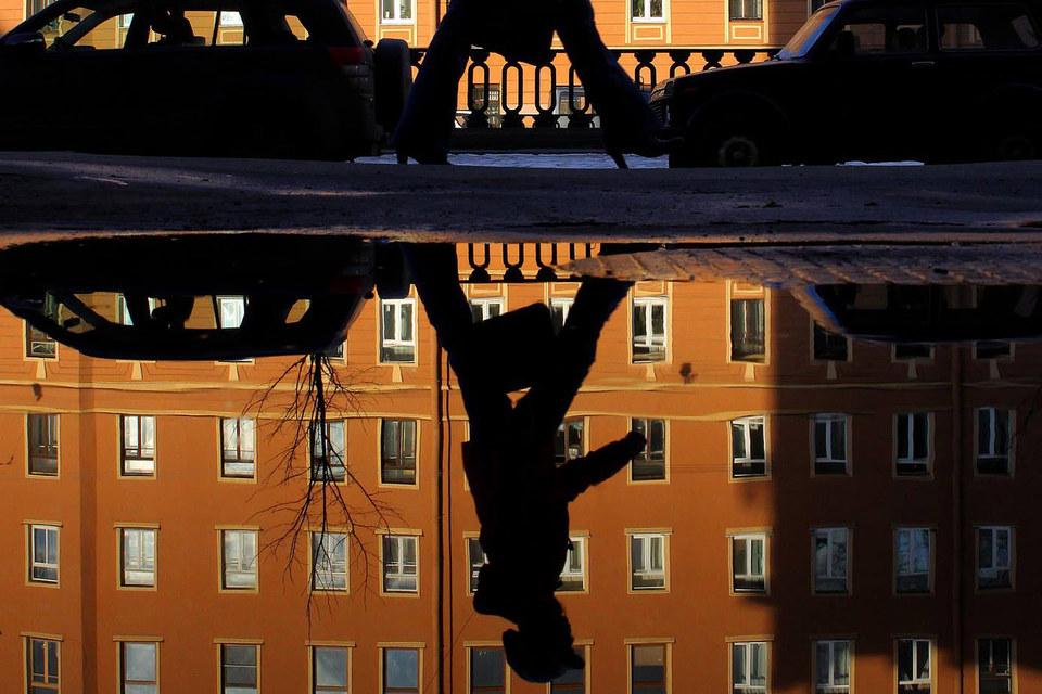 Высокие ипотечные ставки для вторичного жилья заставляют людей  среднего достатка отказываться от покупки квартир в обжитых районах городов