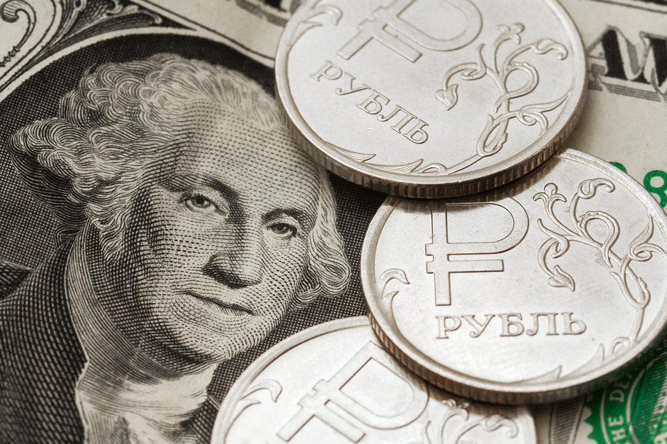 Повышению российской валюты, продолжающемуся пятые торги подряд, способствует укрепление цены на нефть