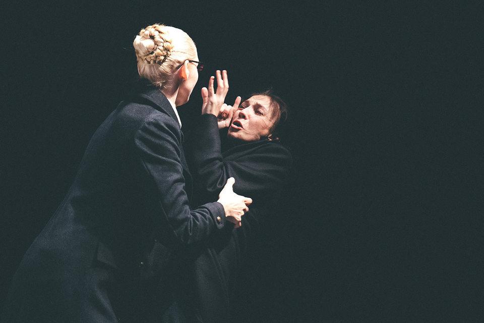 Язык жестов придал хрестоматийной пьесе непривычную экспрессию