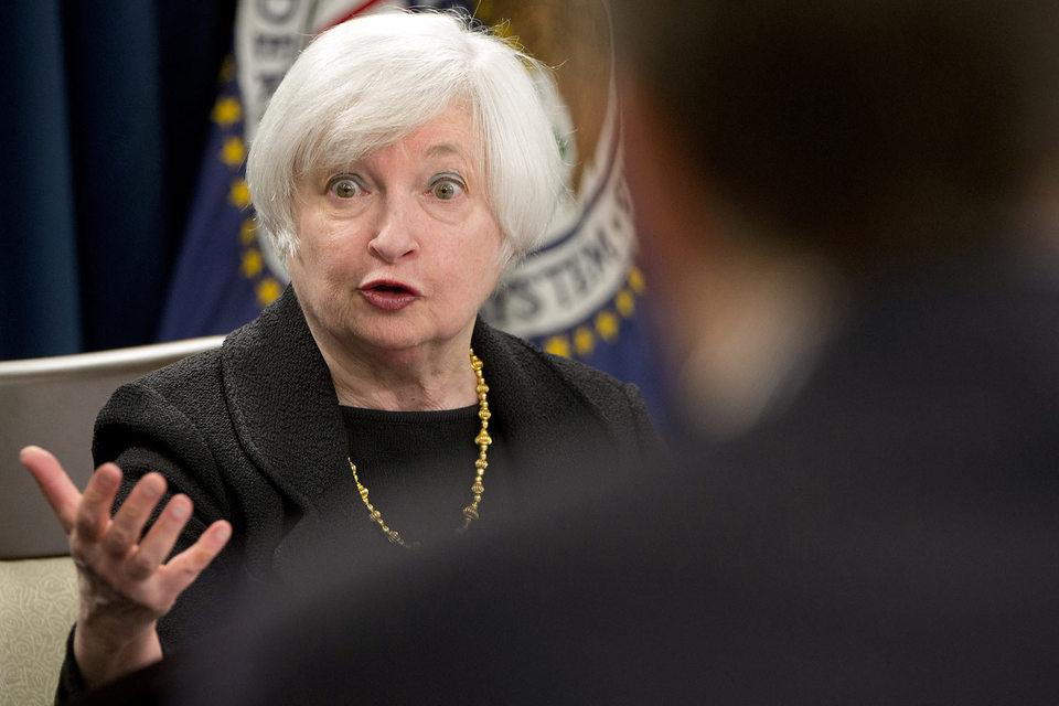 Большинство членов комитета – 13 из 17, в том числе председатель ФРС Джаннет Йеллен, – указали, что первое повышение ключевой ставки ФРС все же должно состояться в этом году