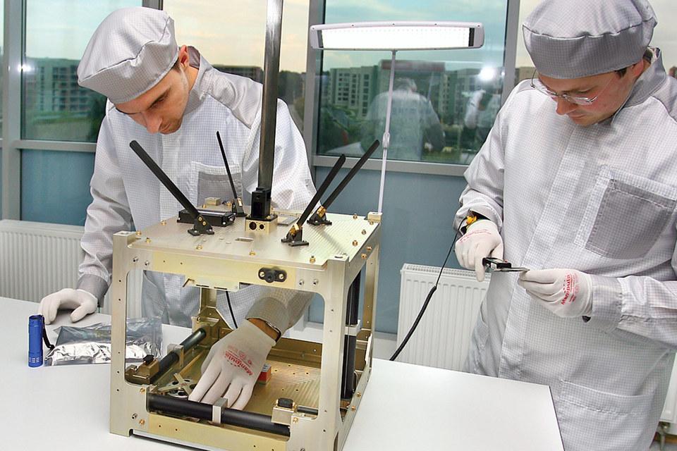 С лета 2014 г. «Даурия аэроспейс» запустила на околоземную орбиту три экспериментальных космических аппарата