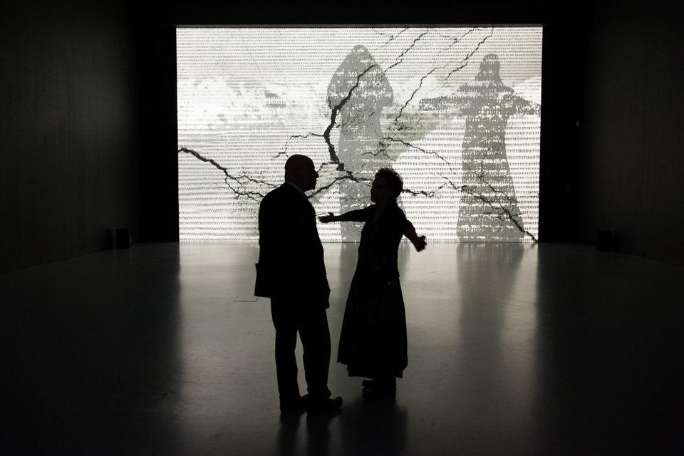 «Трещины времени» Михаль Ровнер – в центре выставки