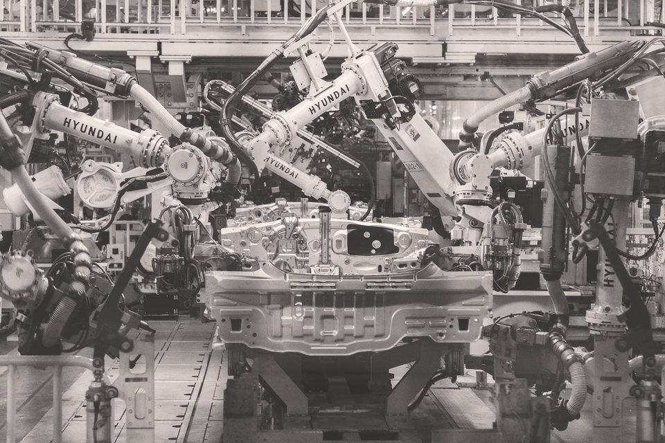 Если третья промышленная революция лишила рабочих мест многих мастеров, то четвертая грозит уволить следующую волну специалистов
