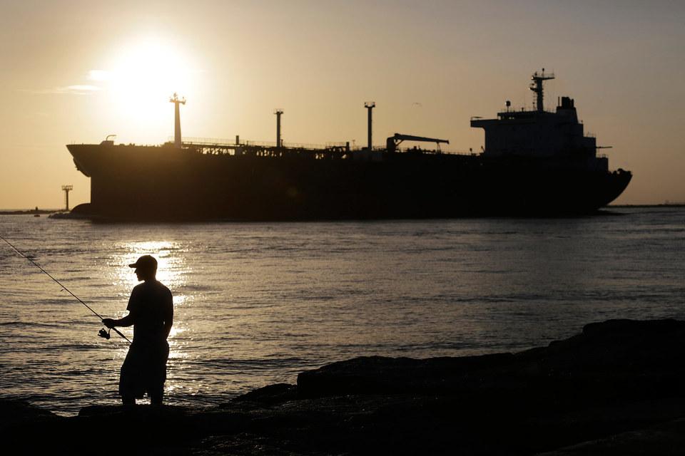 Предложение нефти в сентябре, по оценке МЭА, составило 96,6 млн баррелей в день